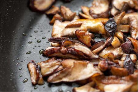 Sautéed Mushrooms with Wine and Garlic